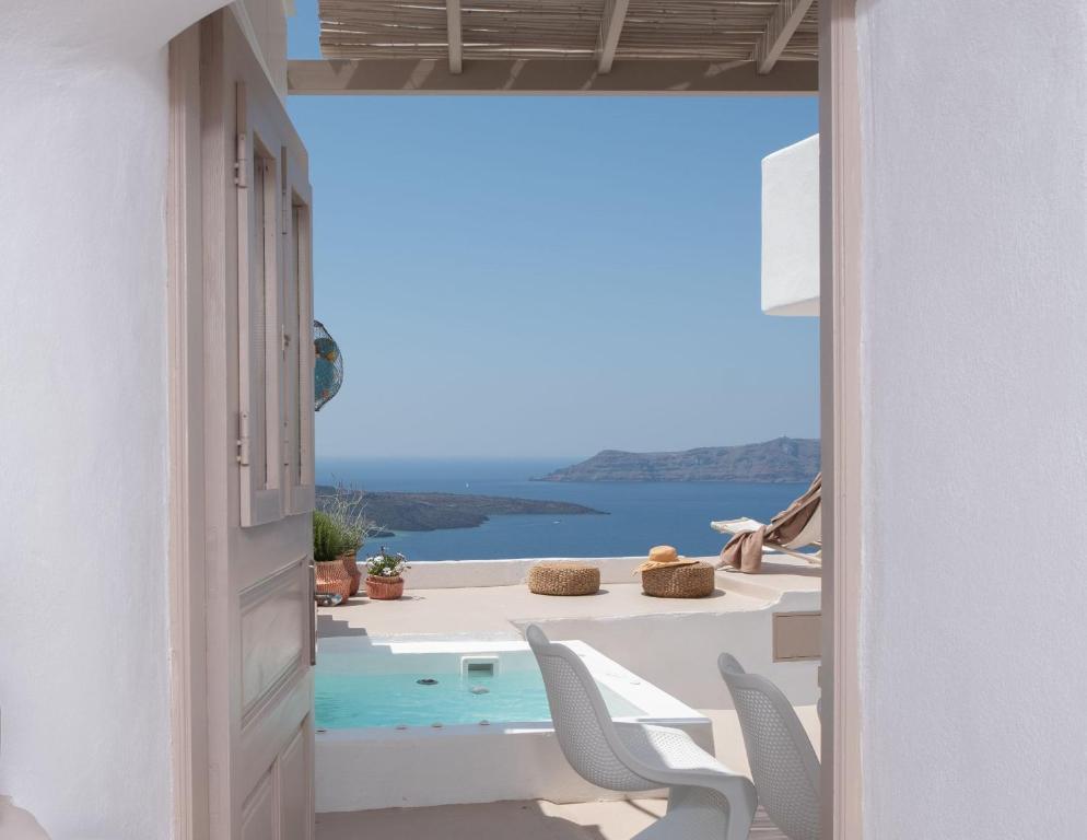 The Globe Suites Villa, Fira, Greece - Booking com