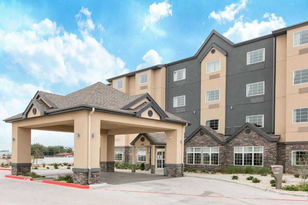 Microtel Inn And Suites Lubbock Tx Bookingcom