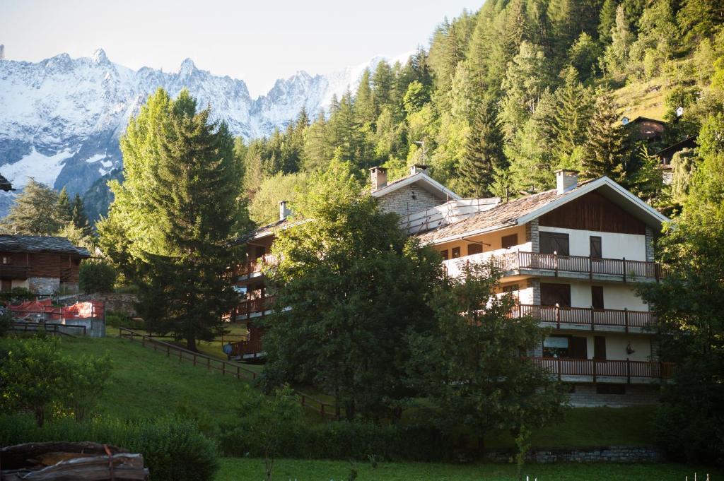 Apartment Casa vicino Courmayeur, Verrand, Italy - Booking.com