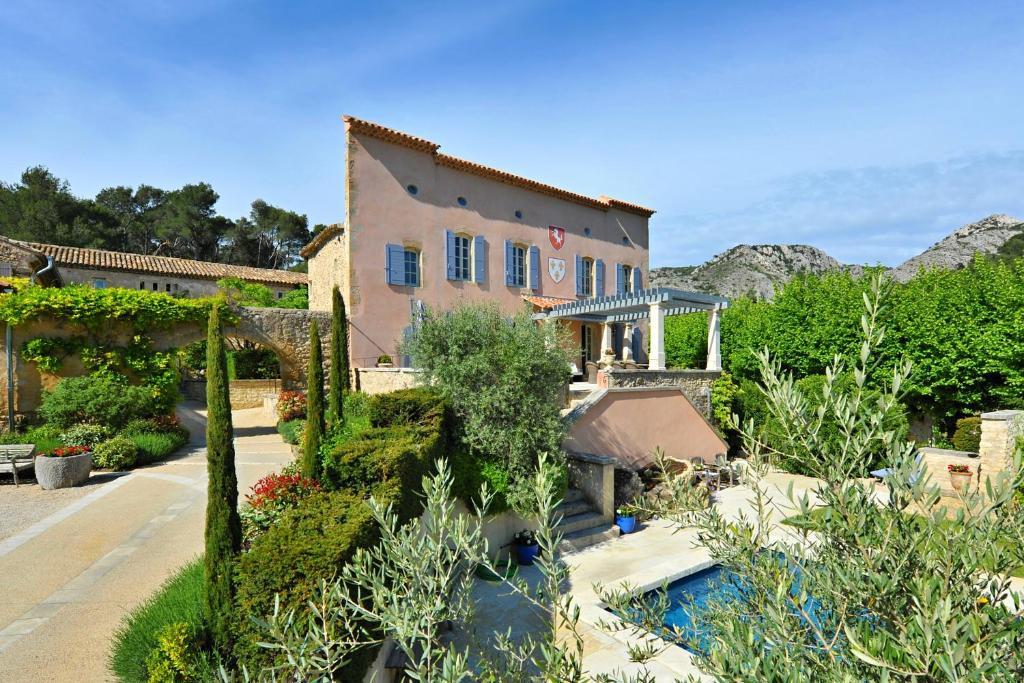 Apartments In Vernègues Provence-alpes-côte D
