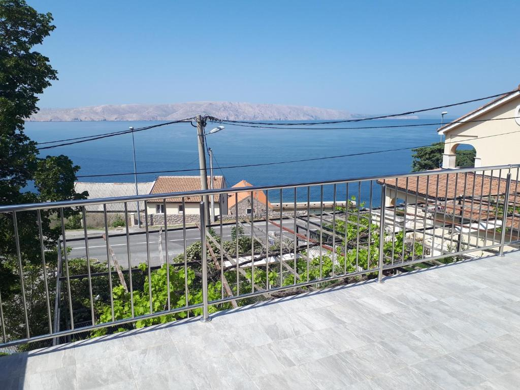 A balcony or terrace at Apartment and Rooms Ana