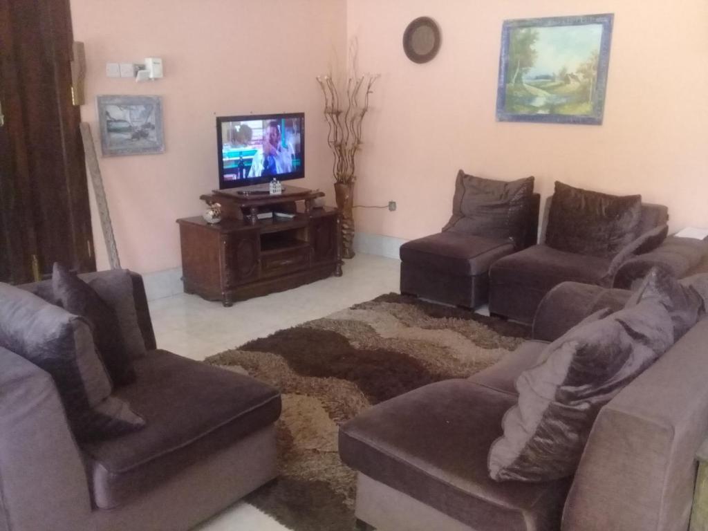 Tavolo Da Lavoro Per Zanzibar : Porsche house zanzibar city u2013 prezzi aggiornati per il 2018