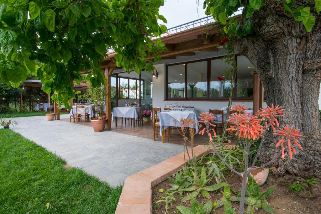 A restaurant or other place to eat at Cilentiamoci Guest House