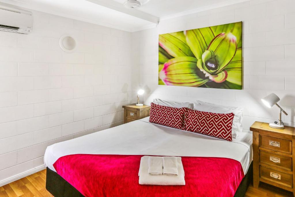 condo hotel cascade gardens cairns australia. Black Bedroom Furniture Sets. Home Design Ideas