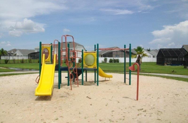 Aire de jeux pour enfants de l'établissement CM4POOL3B-4684CLD