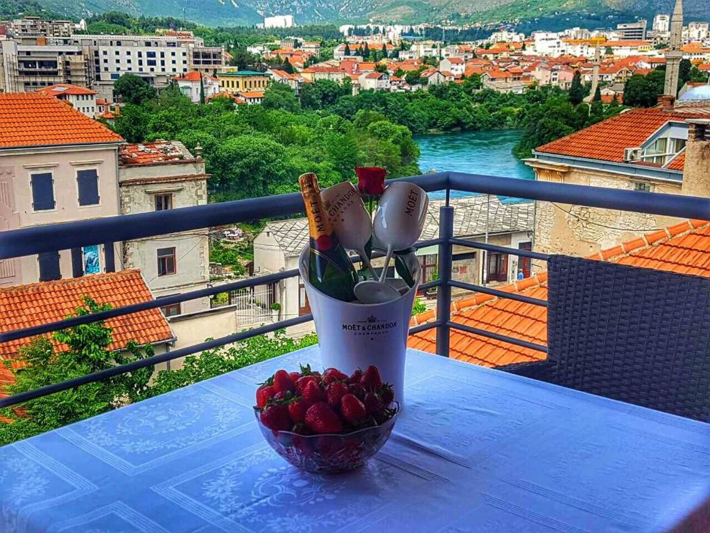 En balkon eller terrasse på Inn Town