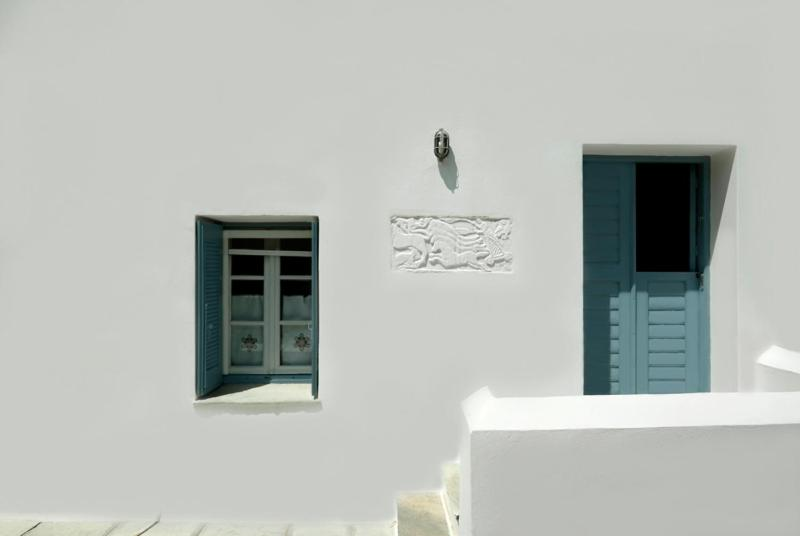 141885135 - Nanas blue traditional apartment Serifos