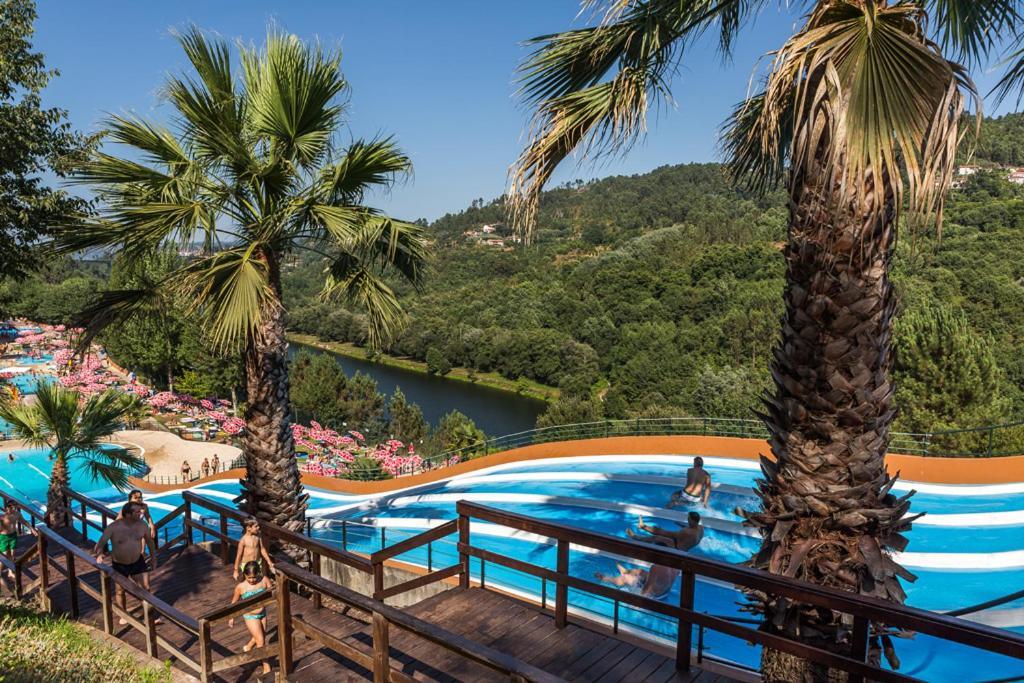 Vista de la piscina de Aldeia do Tâmega o alrededores