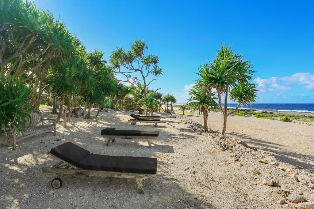 VICTORIA: Beach Front