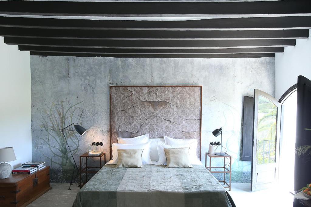 A bed or beds in a room at Finca Legado Ibiza