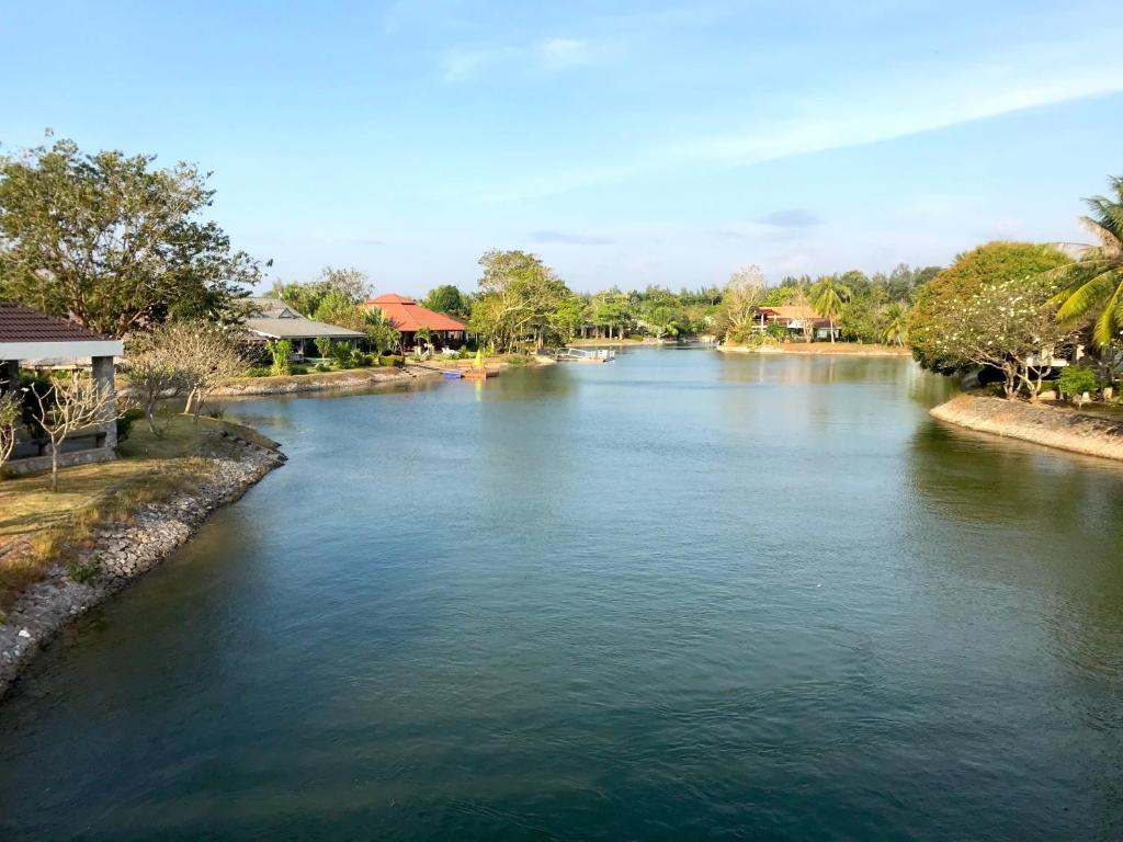 Villa Rock Garden Beach E26, Mae Pim, Thailand - Booking.com