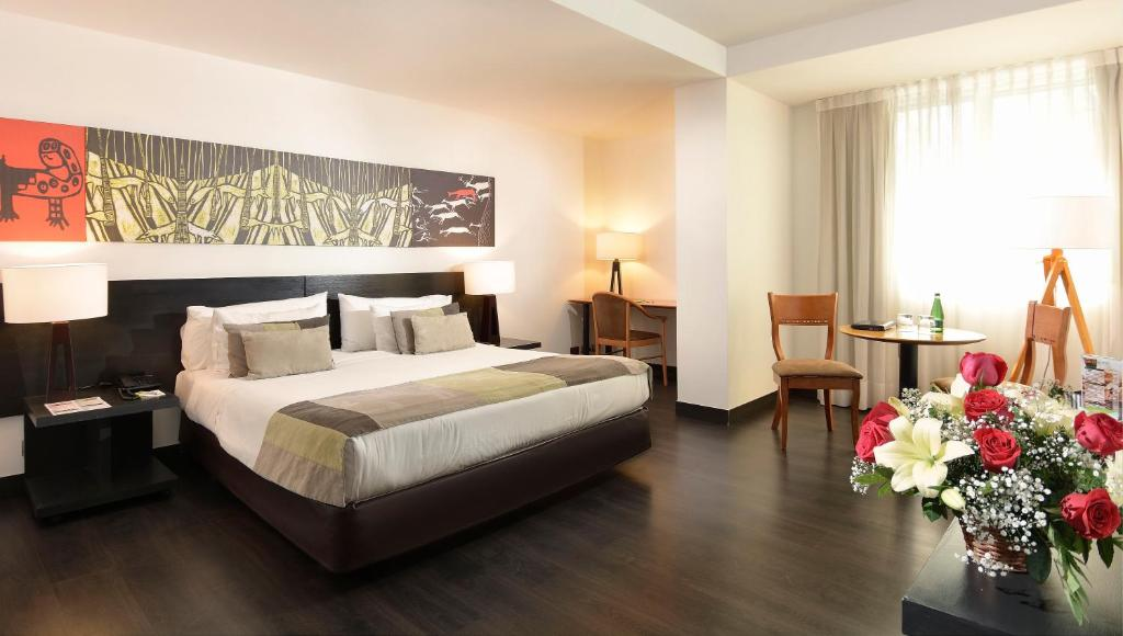 A bed or beds in a room at Hotel Eurotel Providencia
