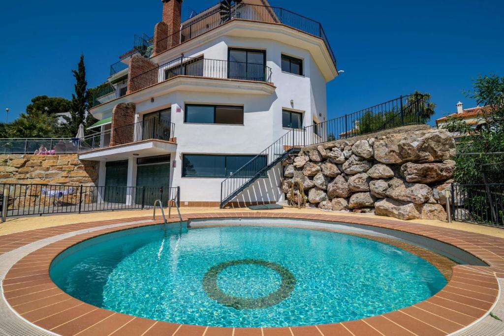 Benalmádena 2BDR Villa Sea Views, Benalmádena – Precios ...