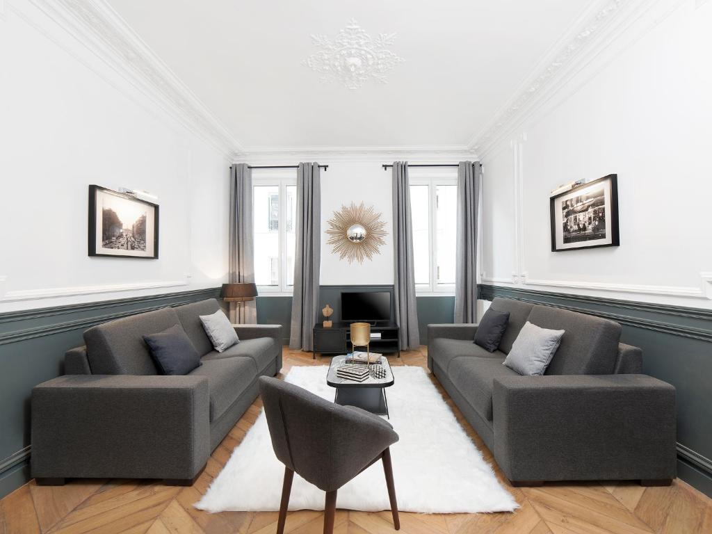 A seating area at The Residence - Luxury 4 Bedroom Paris Center 3