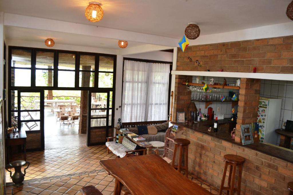 The lounge or bar area at Pousada Alto do Cajueiro