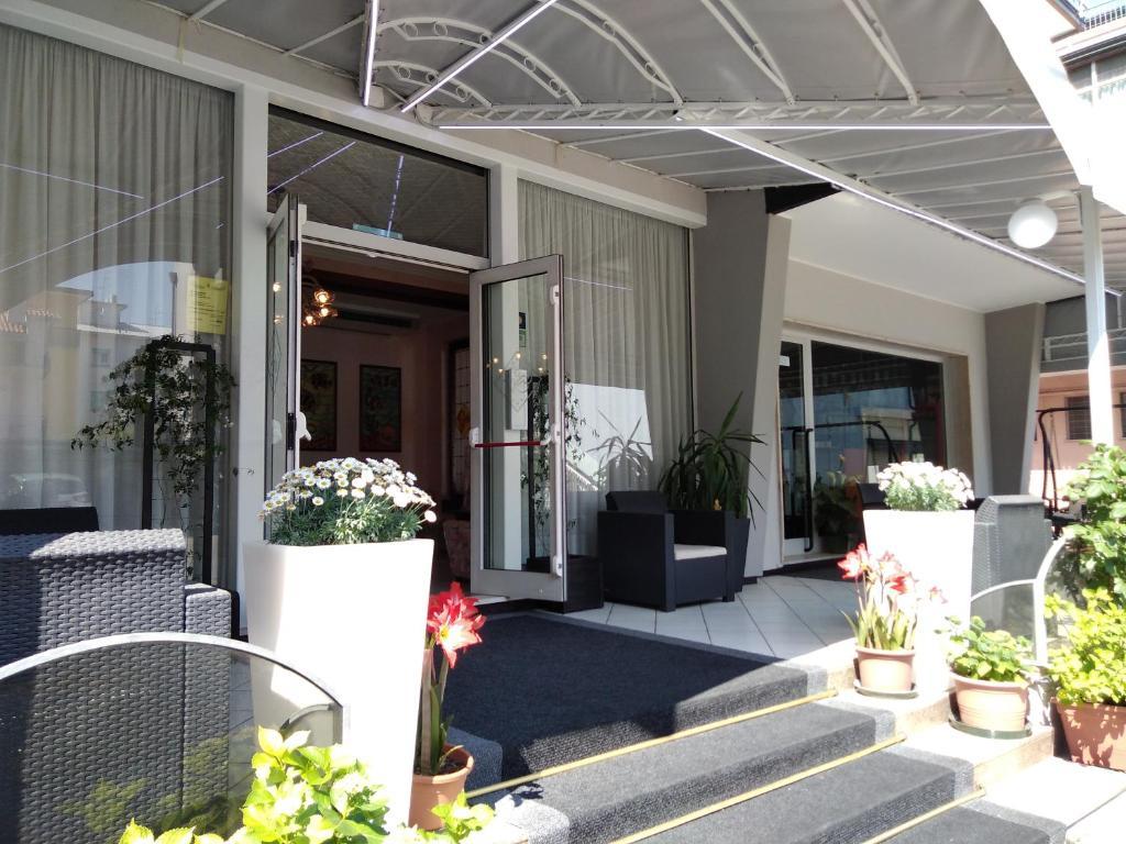 Residence Madrid, Lido di Jesolo, Italy - Booking.com