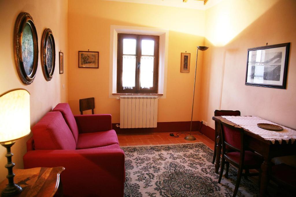 A seating area at Casa Vacanze Podere il Pino
