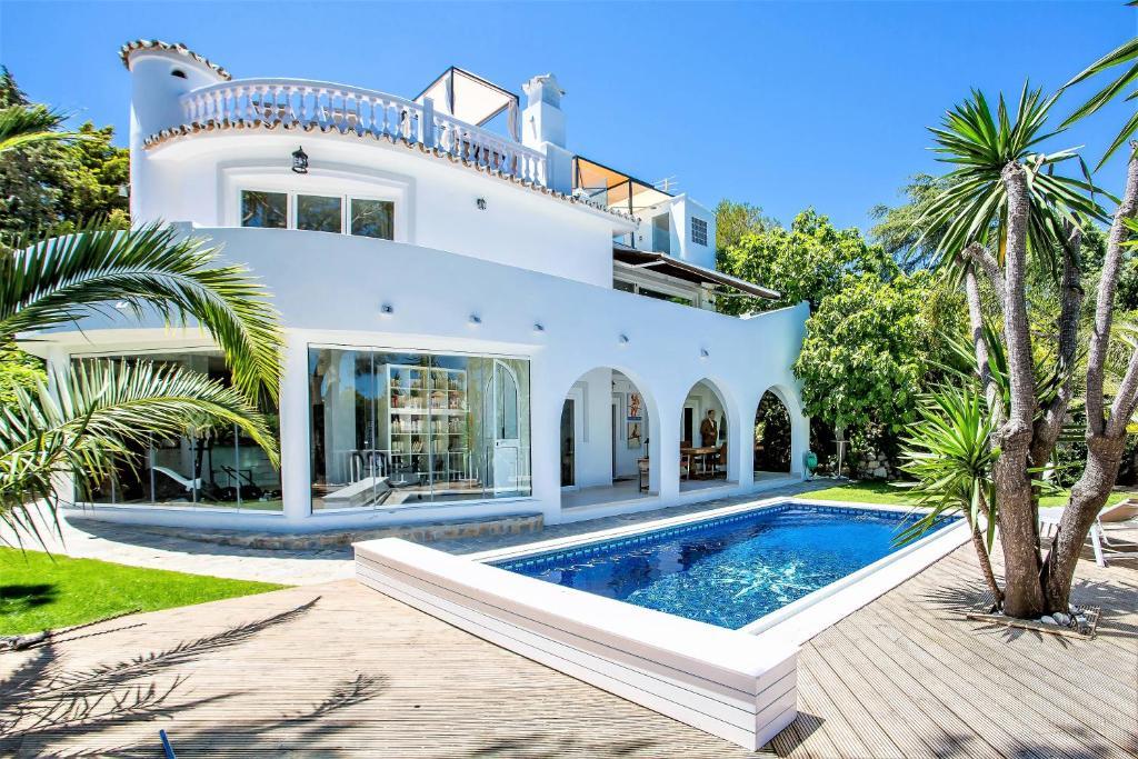 Beautiful exclusive spacious 5*villa with swimming pool, Marbella ...