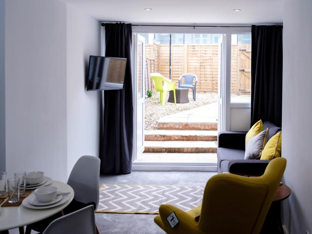 A seating area at Winton Apartments