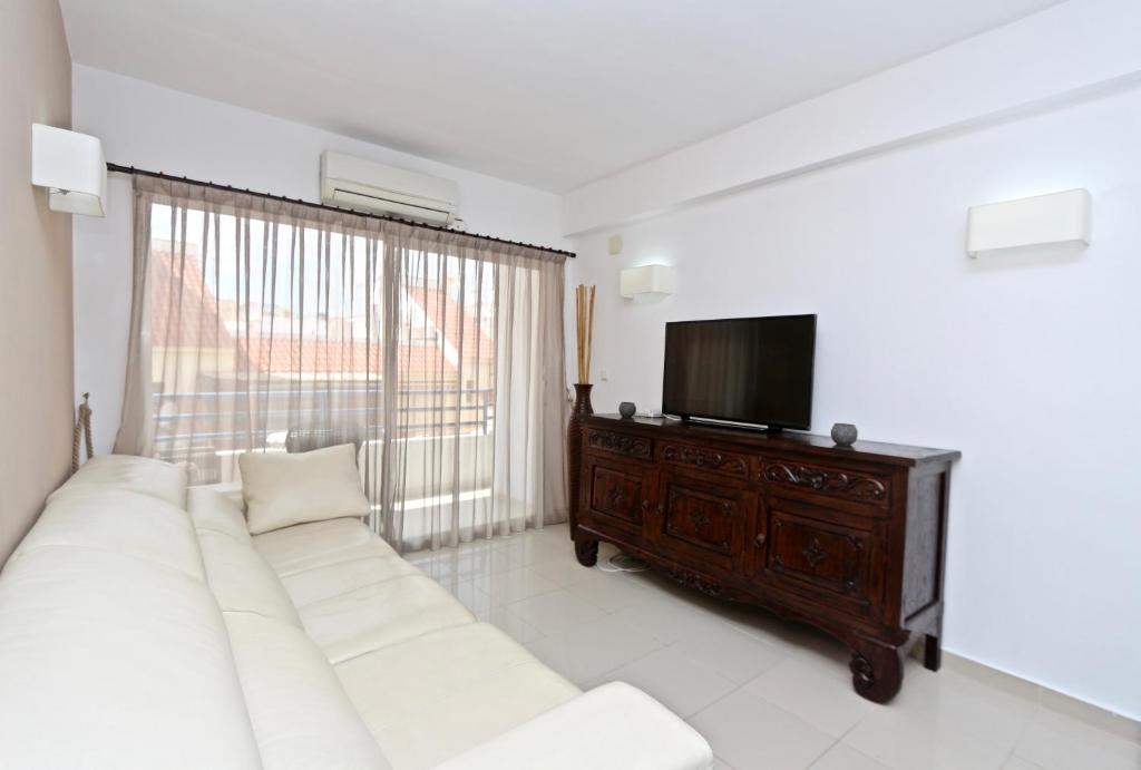 3 Bedroom Apartment In The Centre Of Calpe With Nice Living Room 1 - Nice-apartment-bathrooms