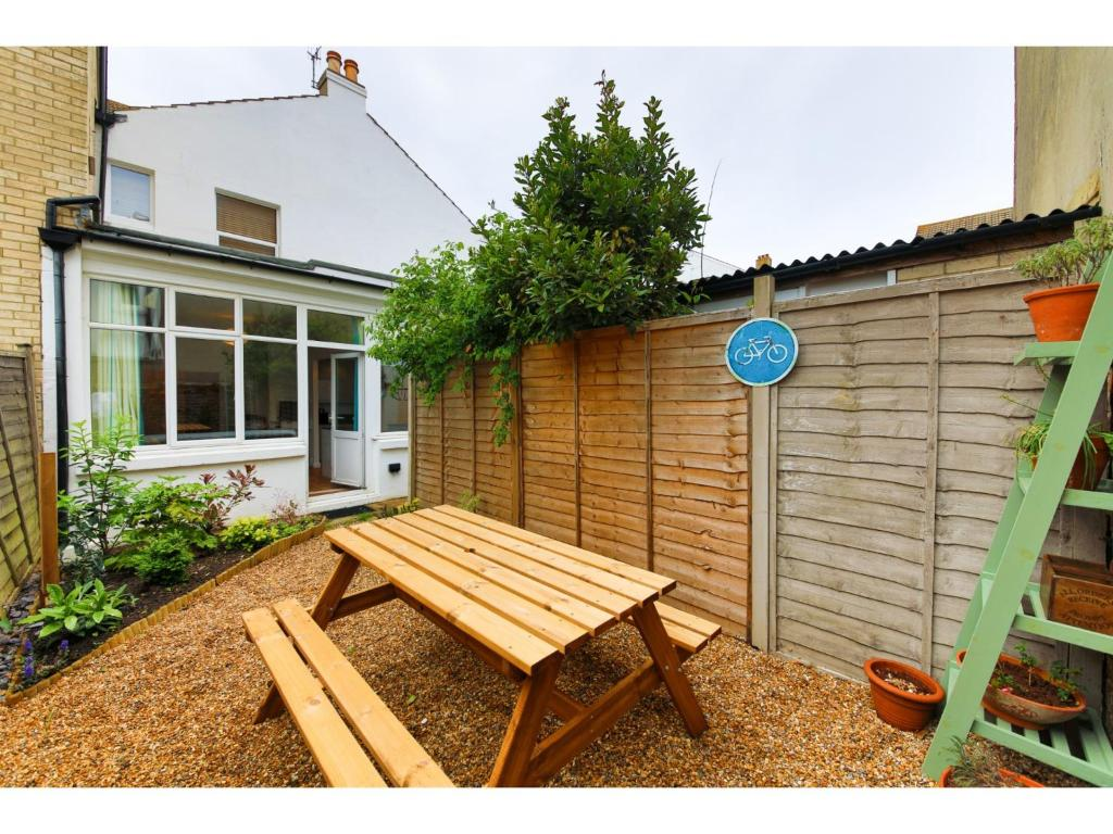 Bright and Spacious 1 Bed Flat with Garden, Brighton & Hove ...