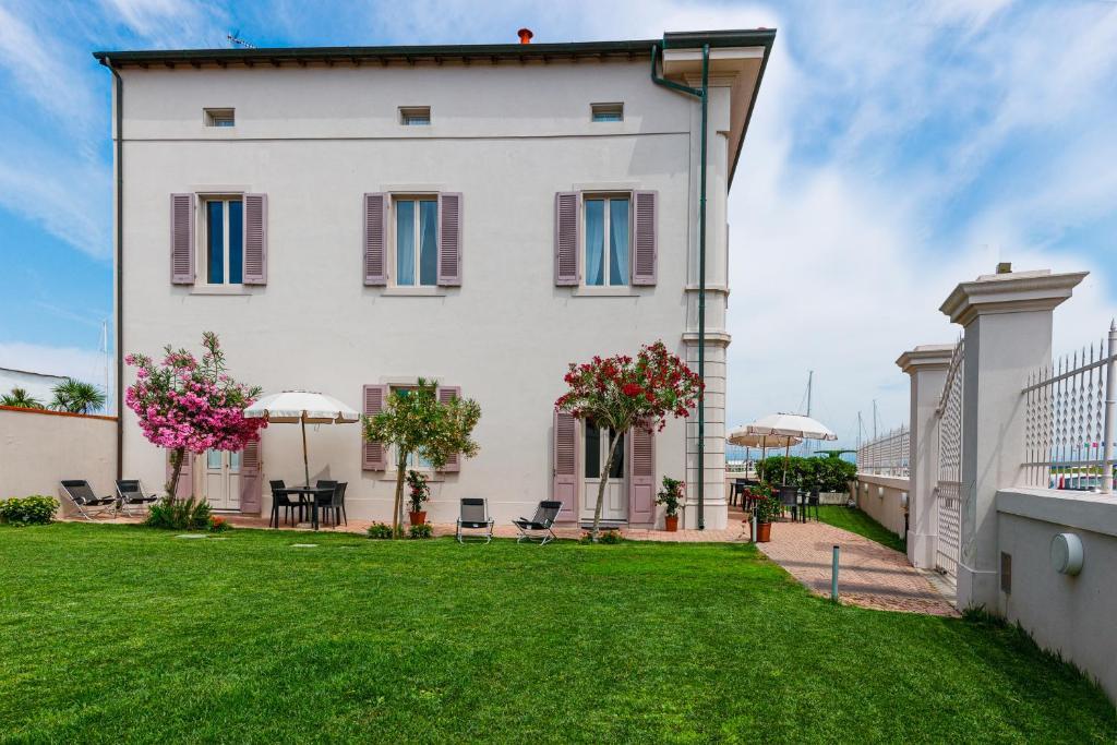 Guesthouse Afitacamere Vilino Ermion, Marina di Pisa, Italy ...