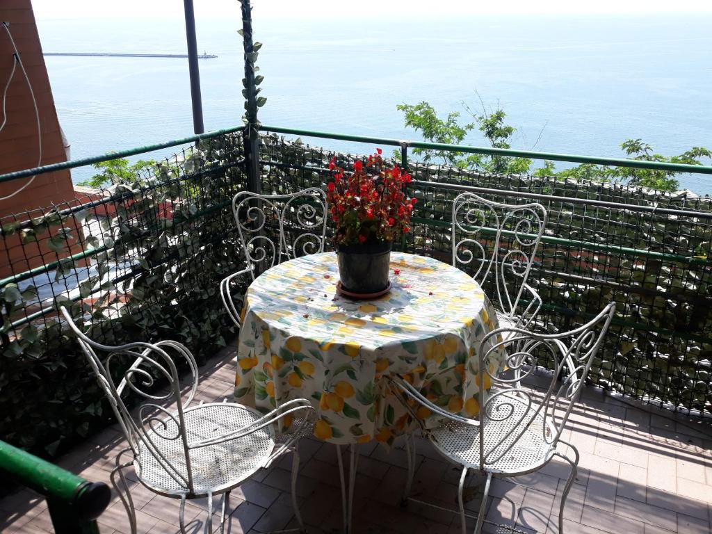 Apartment La terrazza sul golfo, Vietri, Italy - Booking.com