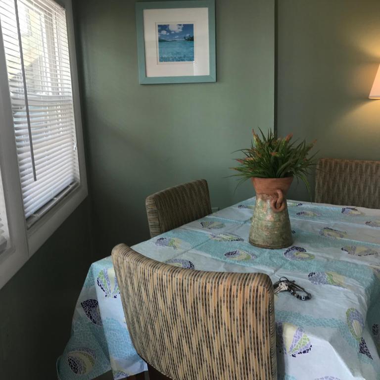 Cheap Apartments Front: Mallard Apartments, Ocean City, MD