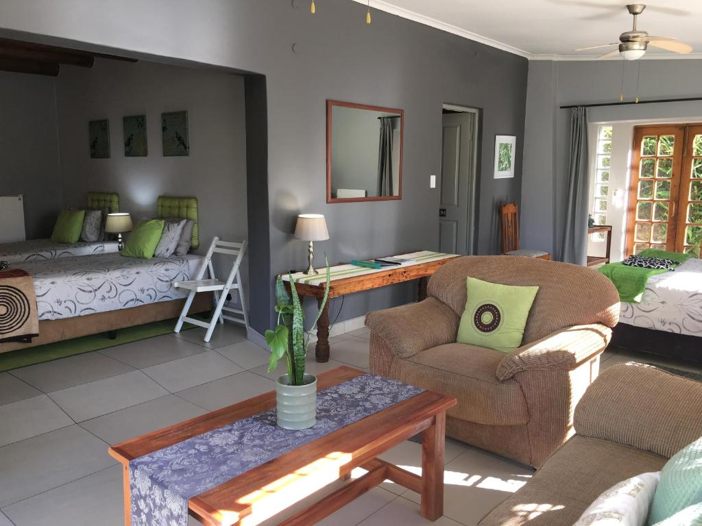 A seating area at Sabie Self Catering Apartments