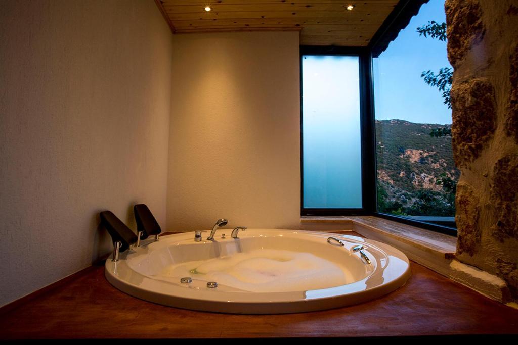 A bathroom at Villa Otantik