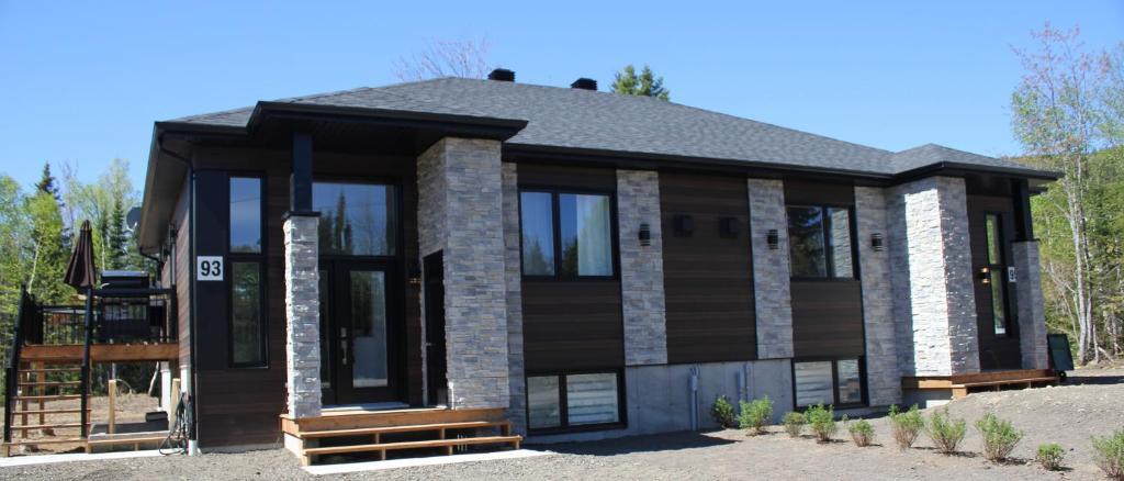Vacation Home Maison du Boisé, Petite-Rivière-Saint-François, Canada ...