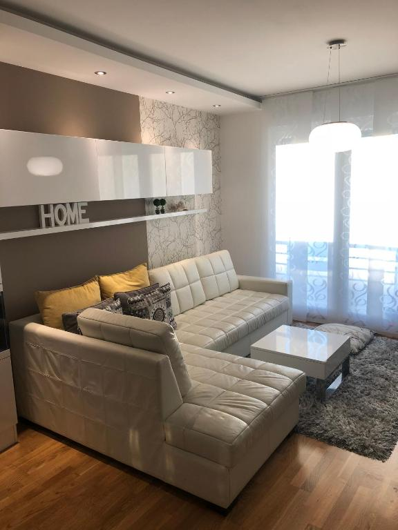De Luxe 5 Stars Apartment Free Garage Place Novi Sad Serbia