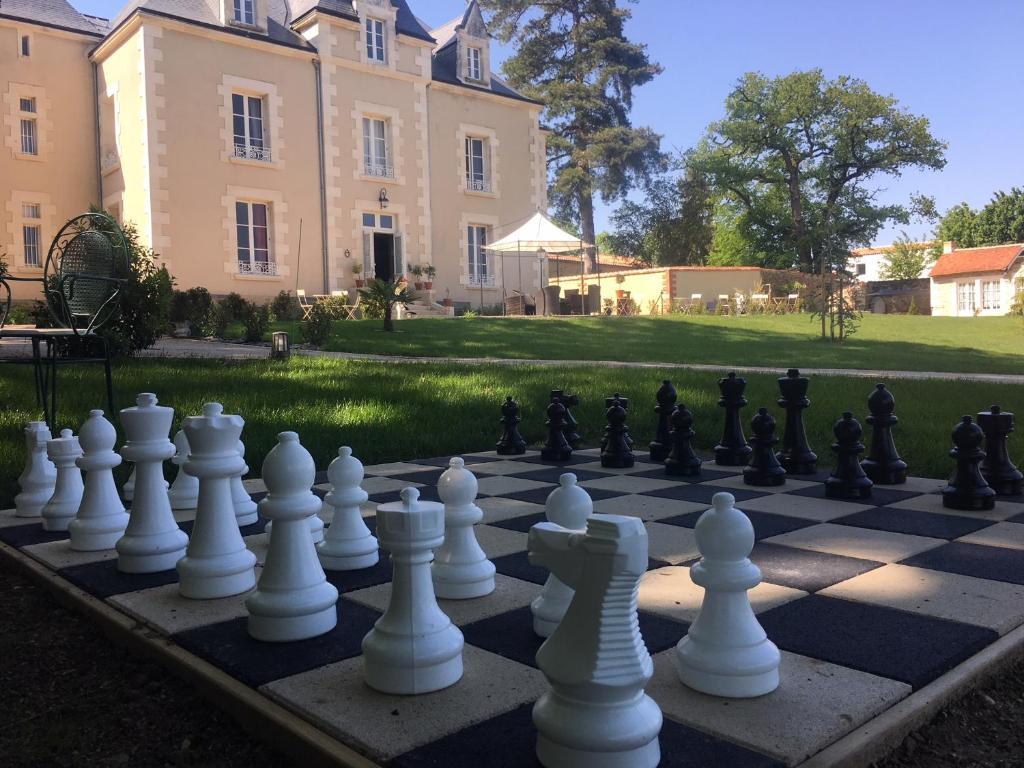 Le Petit Chateau Des Cedres Mouchamps Tarifs 2019