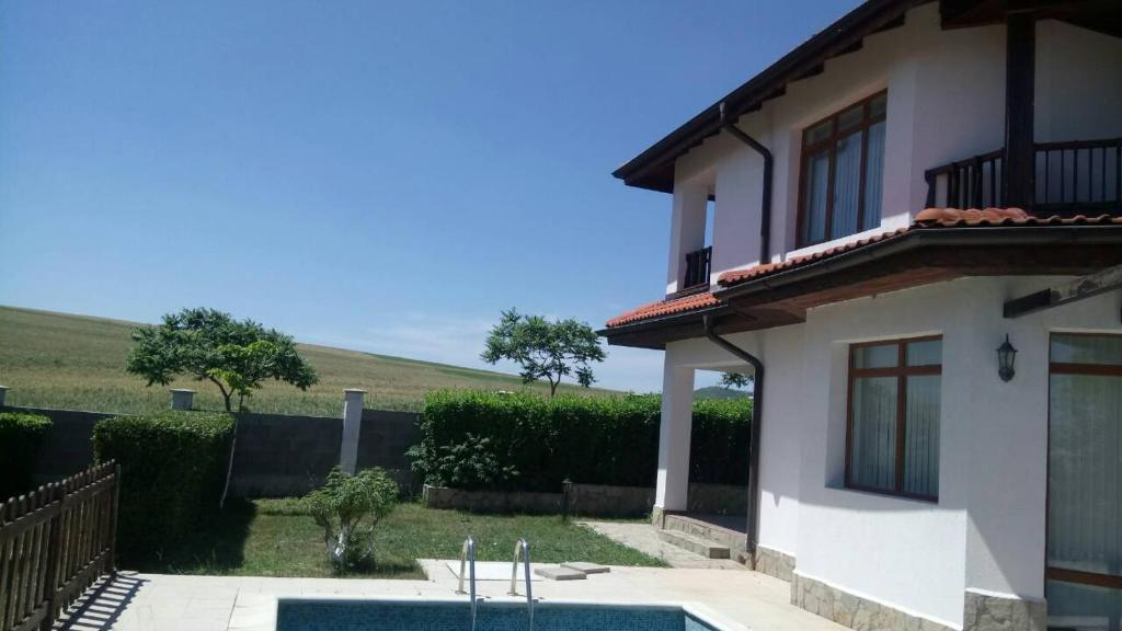 Вила 2 Bdr Seaside Villa With Private Pool Near Nesebar & Sunny Beach - Ахелой