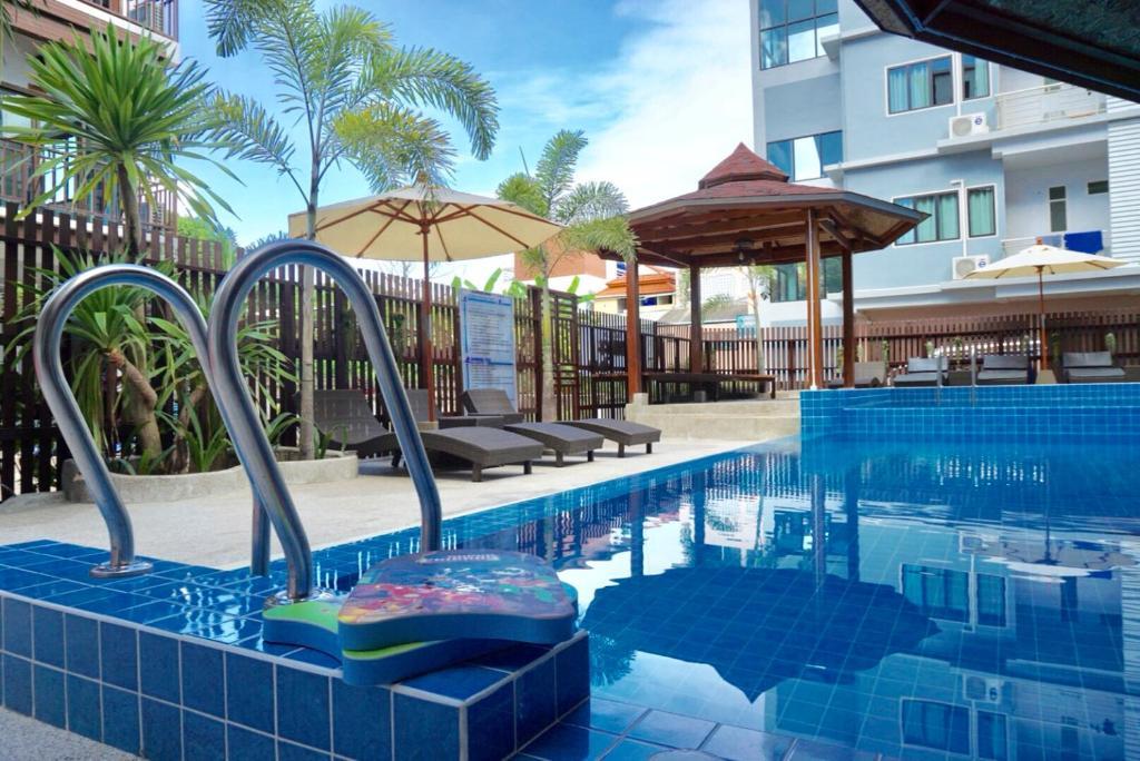 The swimming pool at or near Pranee Amata