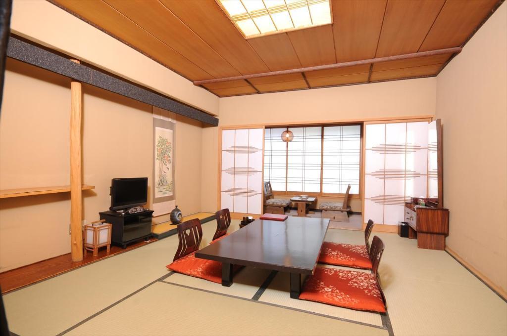 ポイント2.京風庭園を見下ろす日本の客室