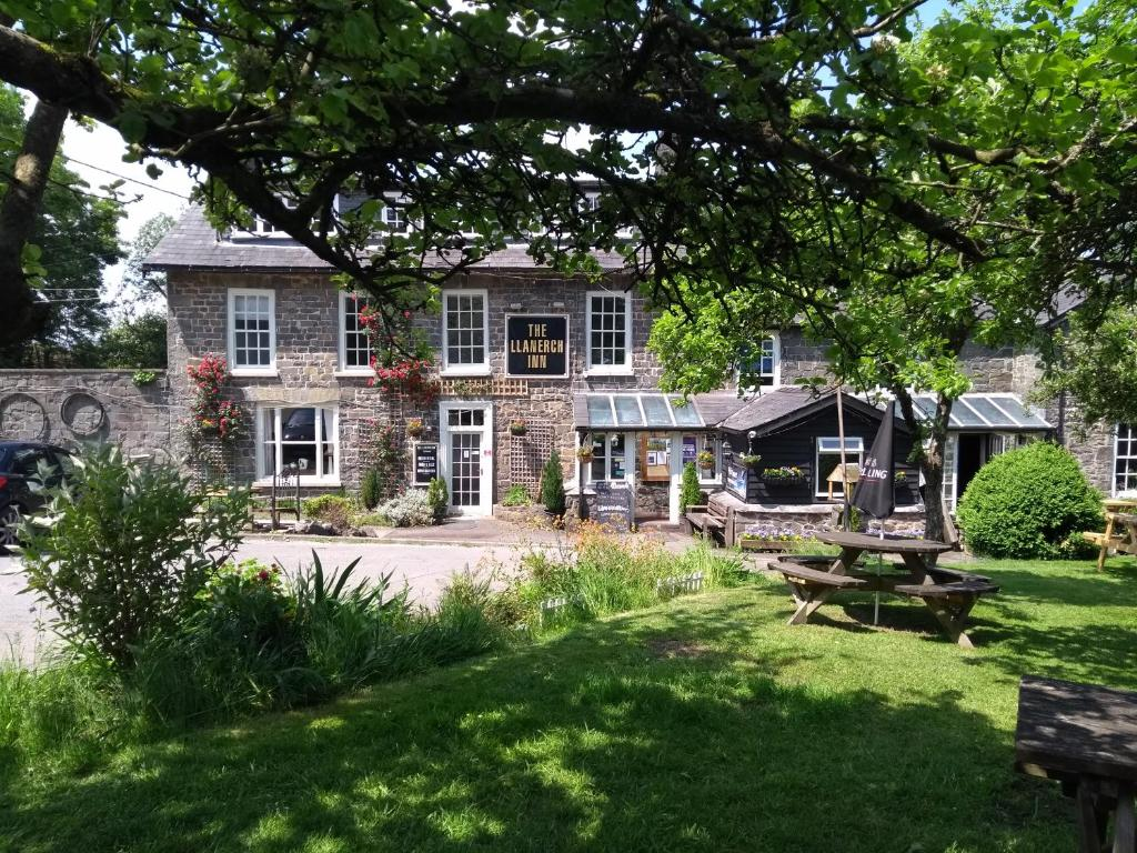 llandrindod well black singles The perfect site for local dating in llandrindod wells sign up for our service today if you've been searching for the best dating site in llandrindod wells we have designed our site to make meeting singles in llandrindod wells so much easier, and you can log in from anywhere as long as you have an internet connection available to you.