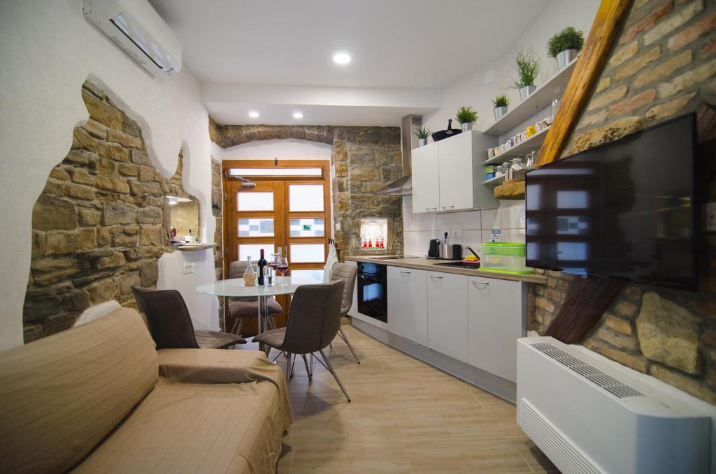 Traditional Piran studio