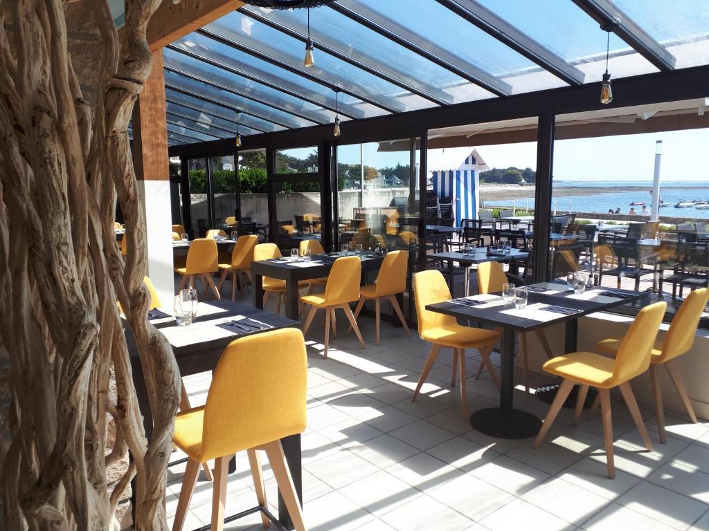 Restaurant ou autre lieu de restauration dans l'établissement Hôtel du Port