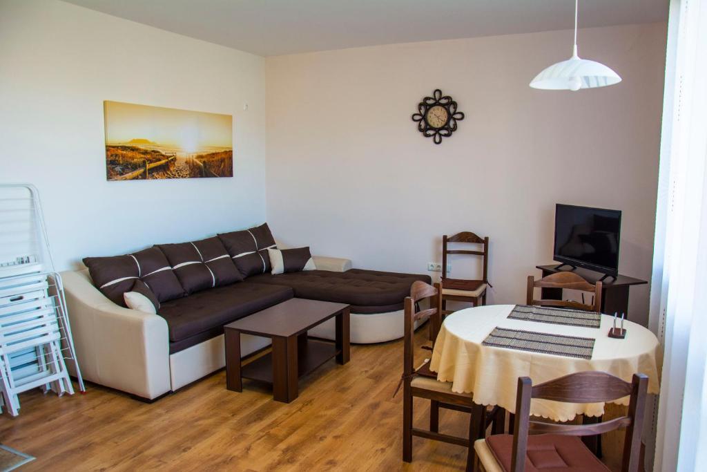 Апартамент Family apartment in quiet neighborhood - Черноморец