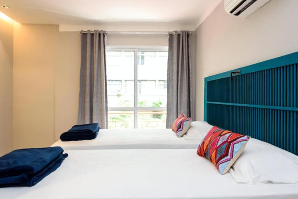 A bed or beds in a room at Icaraí Suítes Pousada