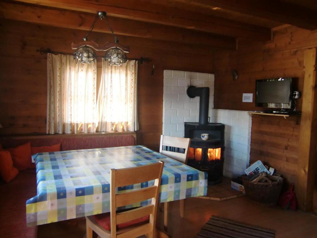 Ferienwohnung Blockhaus Kathrein (Österreich Ladis) - Booking.com