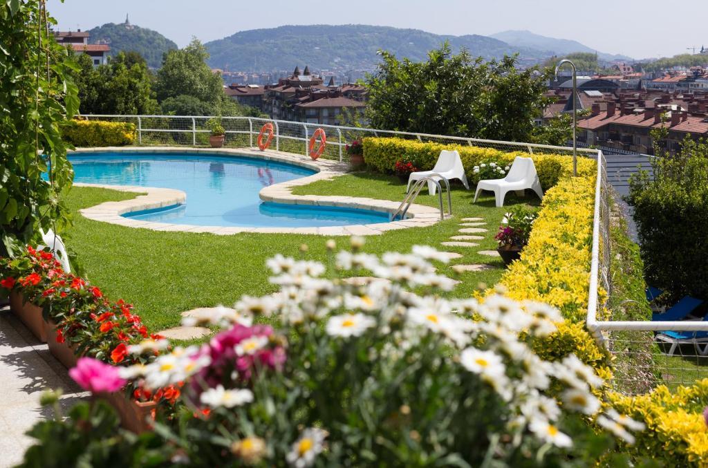 Θέα της πισίνας από το Hotel Avenida ή από εκεί κοντά