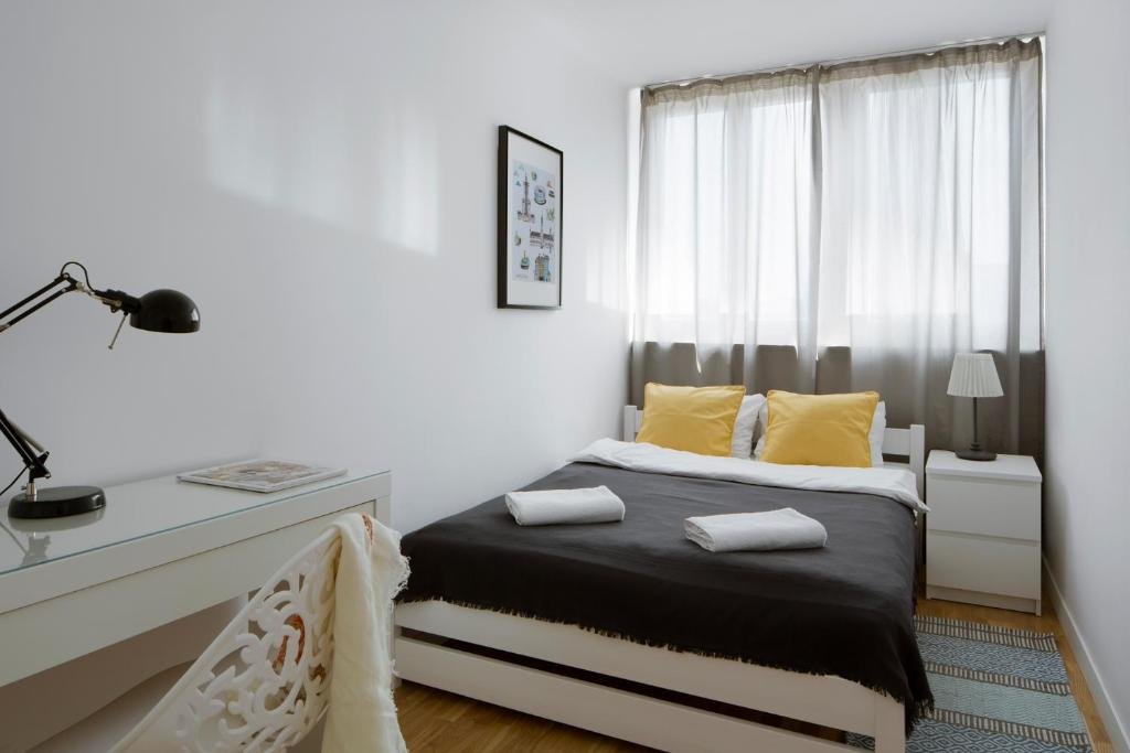 A bed or beds in a room at smartApart- Apartments Center