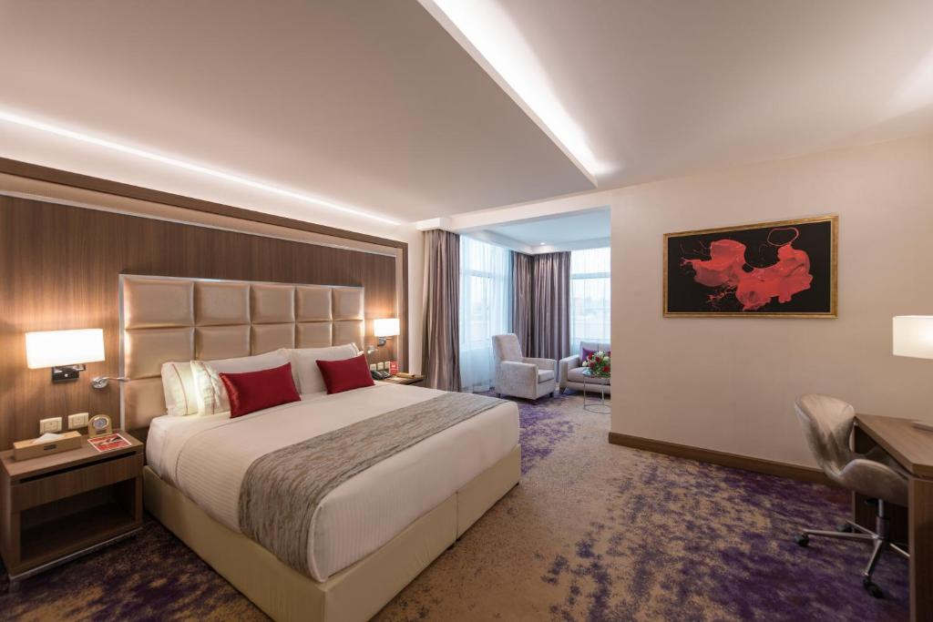 A bed or beds in a room at Ramada Continental Jeddah