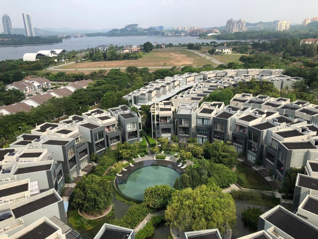 A bird's-eye view of Mirage by the Lake