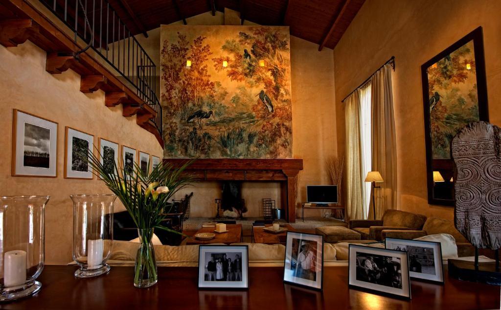 Vacation home hacienda zorita reserve formariz spain - Decoracion estilo colonial ...