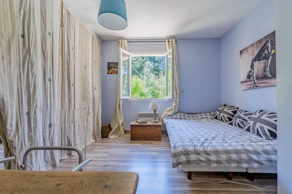 maison de vacances g te mas provencale piscine jardin aix en provence france aix en provence. Black Bedroom Furniture Sets. Home Design Ideas