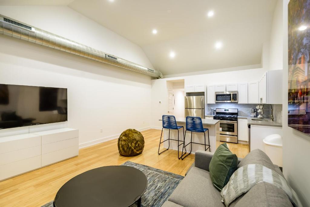 Apartment RAI Properties · Contemporary Design 2BD Top Floor Flat ...