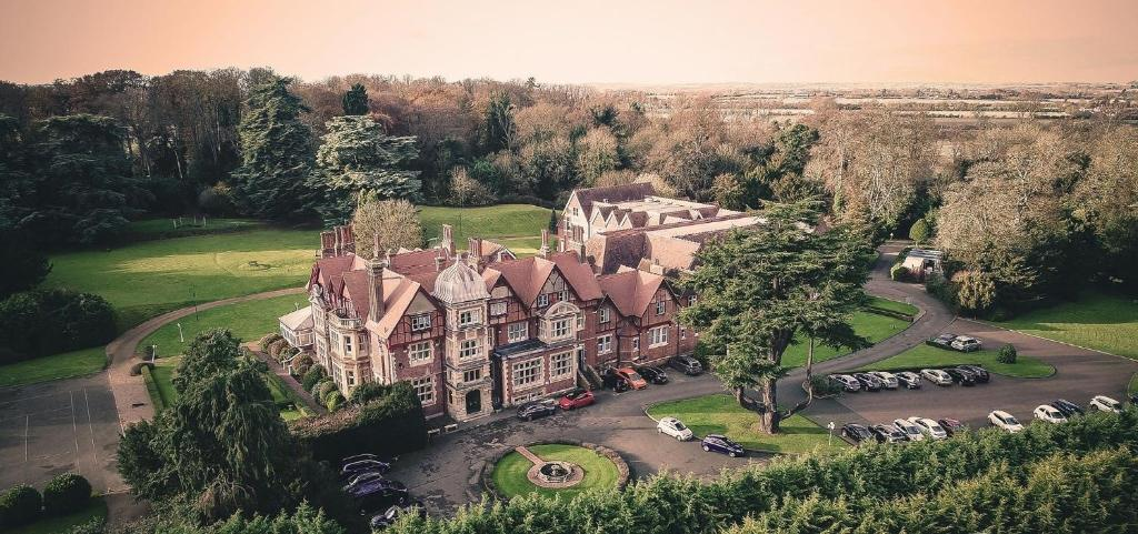 A bird's-eye view of Pendley Manor